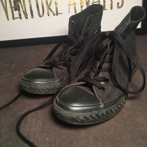 Black high top converse size 3